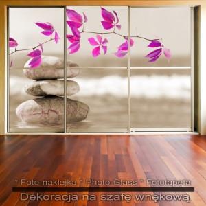 Trzy kamienie - dekoracja na szafę