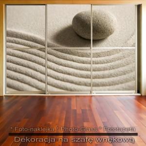 Kamień i piasek - dekoracja na szafę