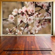 Wiosenne kwiaty - dekoracja na szafę