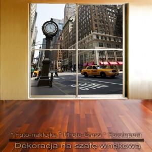 Uliczny zegar - dekoracja na szafę