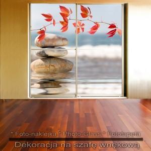 Kamienna straż - dekoracja na szafę