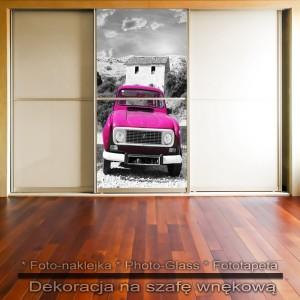 Różowe auto - dekoracja na szafę
