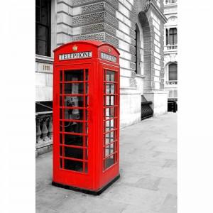 Angielska budka telefoniczna na ulicy Londynu