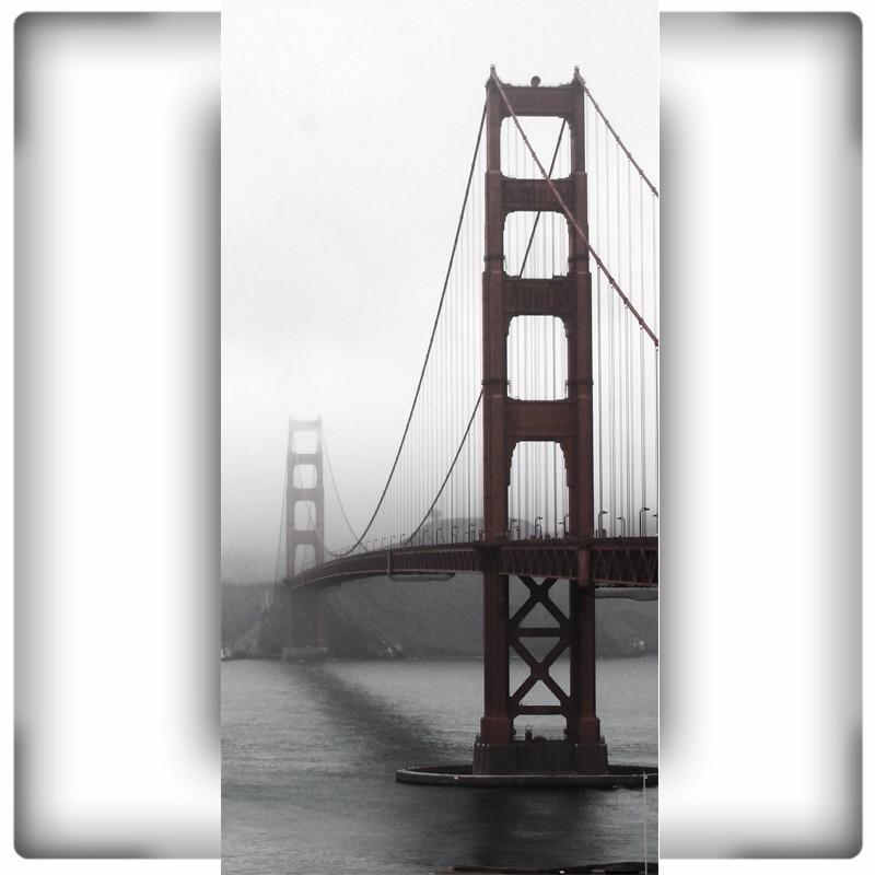 Fototapeta na wąską ścianę Golden Gate we mgle