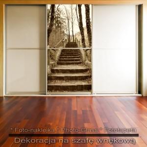 Perspektywa schodów - dekoracja na szafę