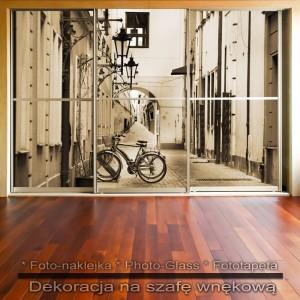 Rowerowy zaułek - dekoracja na szafę