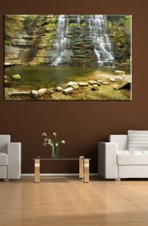 Krajobraz na ścianie w salonie