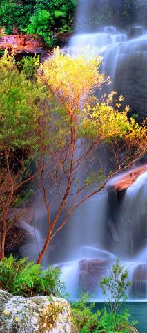 majestatyczny wodospad