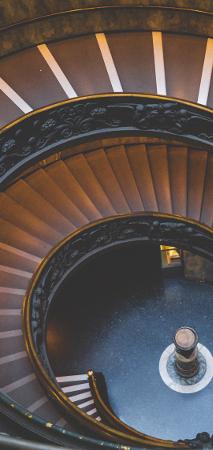 Zakręcone schody na fototapecie